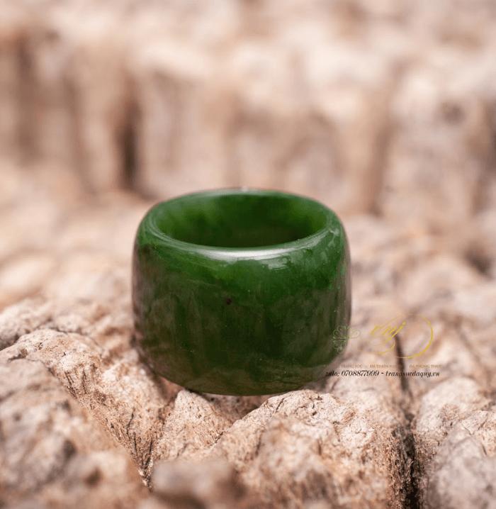 Nhẫn càn long đá ngọc bích