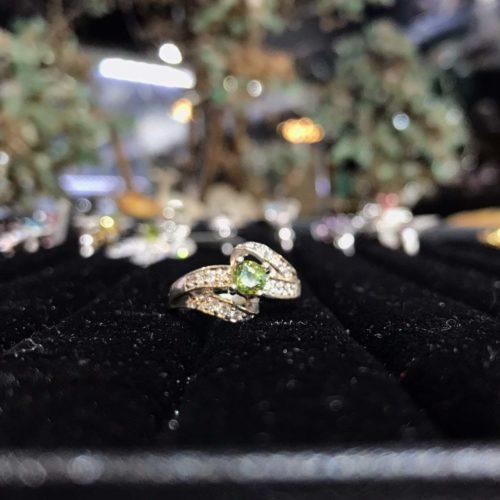 Nhẫn đá peridot