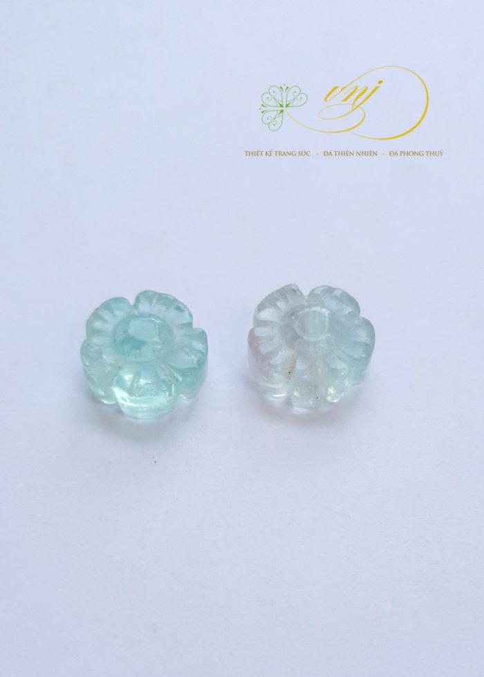 charm đá flourite hình hoa